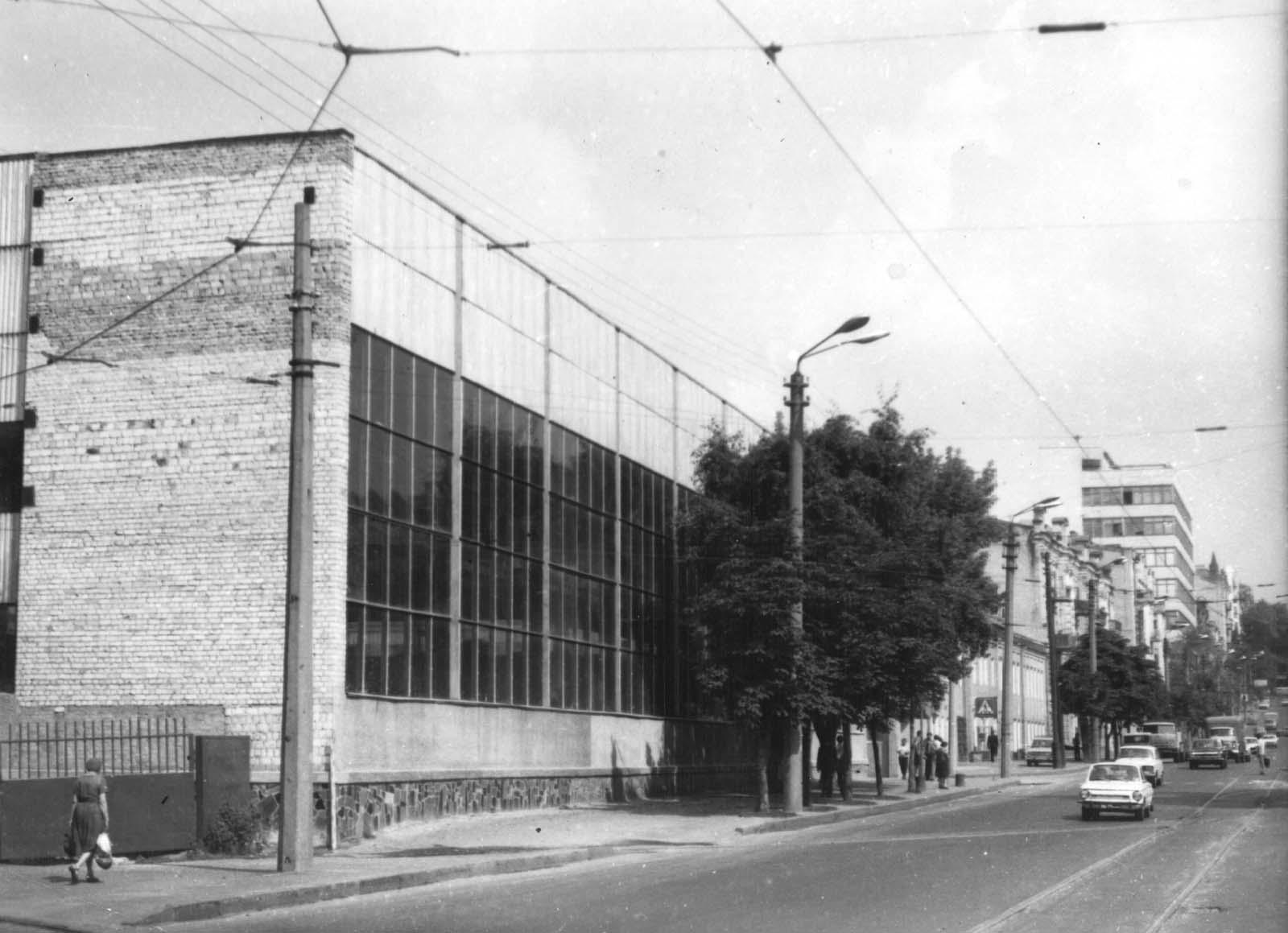 Слева на фотографии — ворота и выезд из трамвайного депо. (прошлогодняя  фотография 68cd003e7c99d